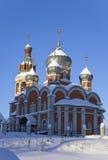 Kerk in de winterzonsopgang Royalty-vrije Stock Foto