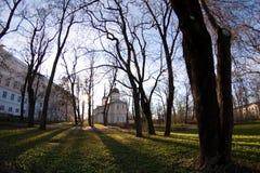 Kerk in de zonsondergang Stock Afbeeldingen