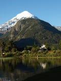 Kerk door het meer paimun in Patagonië Stock Afbeeldingen