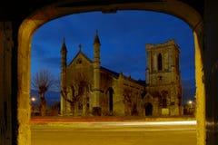 Kerk in een avondlicht Stock Afbeeldingen