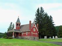 Kerk in een begraafplaats Stock Foto