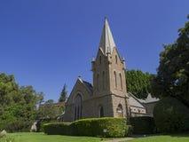 Kerk en boommening in Forest Lawn Memorial Park Stock Foto's
