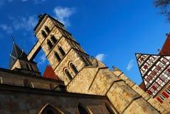 Kerk en huis in Stuttgart-Esslingen Stock Fotografie