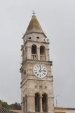 Kerk en klokketoren van St Cyprioot en Justin Stock Foto