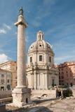Kerk en kolom Stock Foto's