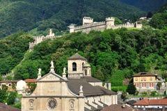 Kerk en oud kasteel, Bellinzona, Zwitserland Royalty-vrije Stock Fotografie