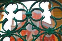 Kerk en overladen poorten Royalty-vrije Stock Foto's