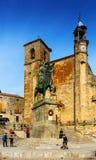 Kerk en Ruiterstandbeeld van Francisco Pizarro in Trujillo Stock Afbeeldingen