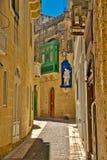Kerk en Straat van Gozo royalty-vrije stock fotografie