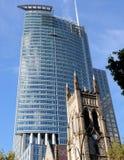 Kerk en Wolkenkrabber Royalty-vrije Stock Foto's