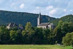 Kerk in het bos royalty-vrije stock foto
