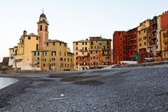 Kerk in het Dorp van Camogli bij de Ochtend Stock Foto's