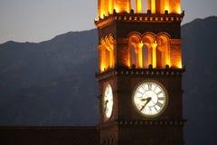 Kerk klok-toren bij zonsondergang royalty-vrije stock afbeelding
