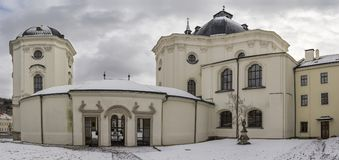 Kerk in Krtiny-stad van de Naam van Maagdelijke Mary, het districts Tsjechische Republiek van Moravië Royalty-vrije Stock Foto