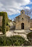 Kerk in Les Baux DE de Provence stock foto