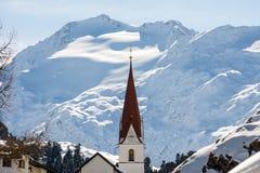 Kerk met gletsjer op de achtergrond Royalty-vrije Stock Foto's