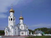 Kerk met gouden koepels royalty-vrije stock fotografie