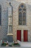 Kerk met twee rode deuren Royalty-vrije Stock Foto's