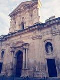 Kerk onder de hemel stock afbeeldingen