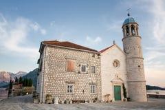 Kerk op één van de Perast eilanden, Montenegro Stock Afbeeldingen
