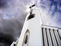 Kerk op bewolkt weer Stock Foto