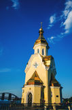 Kerk op de dijk van Kiev Stock Foto's