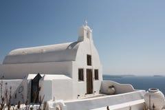 Kerk op de klip van Oia Stock Fotografie