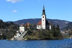 Kerk op het eiland van Meer in SLOVENIË wordt AFGETAPT dat Royalty-vrije Stock Afbeelding