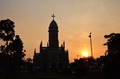 Kerk op zonsondergang Royalty-vrije Stock Afbeeldingen