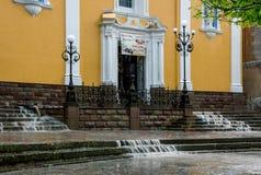 Kerk in regenachtige dag Stock Foto's