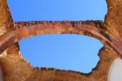 Kerk in ruïnes II Stock Afbeeldingen