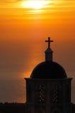 Kerk in Santorini bij zonsopgang Stock Fotografie