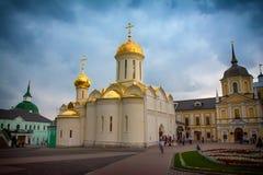 Kerk in Sergiev Posad stock foto's