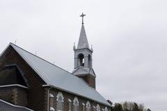 Kerk tijdens donkere de lentedag Royalty-vrije Stock Afbeelding