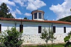 Kerk van de 19de eeuw Heilige George als de Kerk van Reverend Stoyna bij Zlatolist-Dorp, Bulgarije wordt bekend dat royalty-vrije stock foto