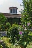 Kerk van de 19de eeuw Heilige George als de Kerk van Reverend Stoyna bij Zlatolist-Dorp, Bulgarije wordt bekend dat stock foto's