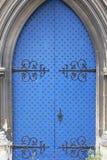 Kerk van de de 12de eeuw de Roemeense stijl van St Mary de Maagdelijke, blauwe deur, Dover, het Verenigd Koninkrijk Blauw Virgin, stock foto