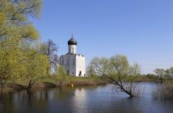 Kerk van de interventie-op-Nerl 12de eeuw, Vladimir-gebied stock fotografie