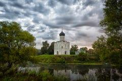 Kerk van de Interventie van de Vergine Santa op de Nerl-Rivier Royalty-vrije Stock Foto