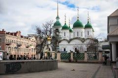 Kerk van de leven-Gevende Drievuldigheid op de historische Sretenka-straat, Moskou Rusland Royalty-vrije Stock Foto's