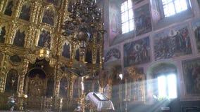Kerk van de verheffing van het Heilige kruis in het dorp van Palekh stock video
