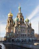 Kerk van de Verlosser op Bloed - Kerk van de Verrijzenis in St. Petersburg bij avondverlichting stock foto