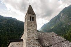 Kerk van Heilige Stephen - Carisolo Pinzolo Trentino Italië stock fotografie