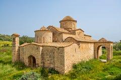 Kerk van het de 6de eeuw de Byzantijnse Klooster van Panayiakanakaria in Lythrangomi, Cyprus royalty-vrije stock fotografie