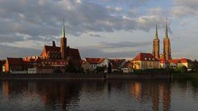 Kerk van het Heilige Kruis en Wroclaw-Kathedraal op Tumski-eiland, Polen royalty-vrije stock foto