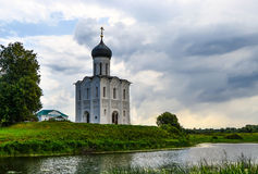 Kerk van Interventie op Rivier Nerl Stock Foto's