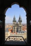 Kerk van onze dame vóór Tyn, Praag, Tsjechische Republiek Mening van de Oude Toren van het Stadhuis Royalty-vrije Stock Fotografie