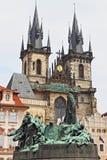 Kerk van Onze Dame voor Tyn en Jan Hus Statue Stock Foto