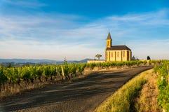 Kerk van Saint Laurent d'Oingt, Beaujolais, Frankrijk Stock Foto