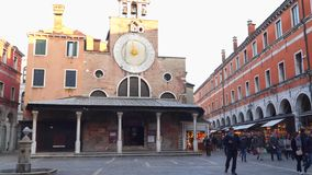 Kerk van San Giacomo di Rialto stock videobeelden
